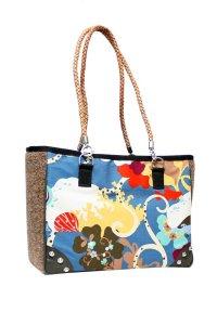 Designer-Taschen aus Kunstrasen…