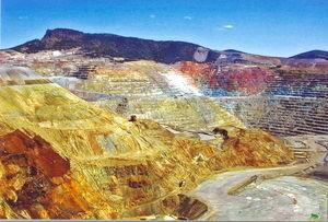 Kupfermine: Bodenschätze Afrikas im Visier Chinas (Foto: pixelio.de/R. Gräser)