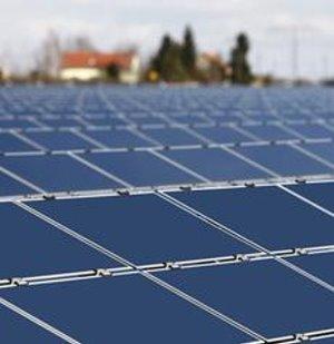 Gleichmäßiger Stromfluss durch dezentralen Trafo – Innovatives System reguliert Schwankungen erneuerbarer Energien