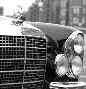 Mercedes: Unternehmen will sich 2012 weiter steigern (pixelio.de, Marion S.)