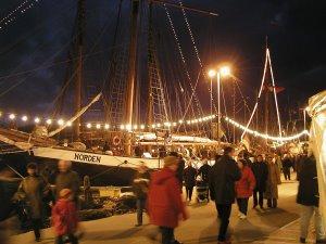 Fischer´s Wiehnacht: Der bodenständige & ursprüngliche & authentische Weihnachtsmarkt im Niendorfer Hafen vom 30.11. bis 2.12. und vom 7. bis 9.12.2012 – Maritime Adventstage besinnlich genießen