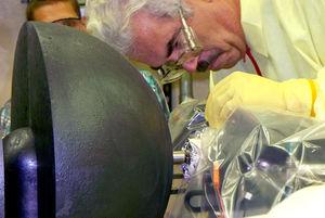 Reaktorexperiment: Forscher bei letzten Vorbereitungen (Foto: lanl.gov)