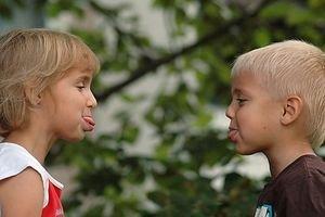 Geschwister-Streit kann Depression auslösen – Eltern sollten verbindliche Regeln für alle Kinder aufstellen