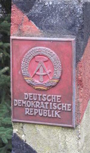 Grenzstein: DDR-Zeitungen nun online (Foto: pixelio.de/Martin Berk)