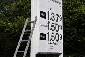 Rekord: Spritpreis steigt bis 2018 auf zwei Euro – Produktionskosten und Ressourcenknappheit belasten