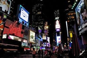 Riesige interaktive OLED-Screens als Werbezukunft – Anzeigen lassen sich dank Kinect-Sensoren mit Gesten steuern