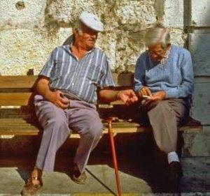 Alzheimer und Krebs schließen einander aus – Antagonismus besonders stark ausgepägt bei älteren Menschen