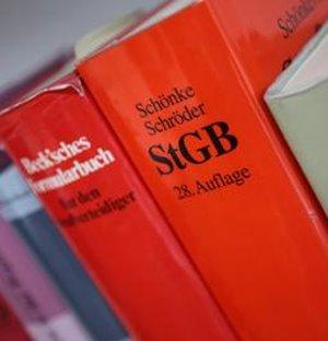 Gesetzesbücher: Mediation am Ende günstiger (Foto: pixelio.de, Tim Reckmann)