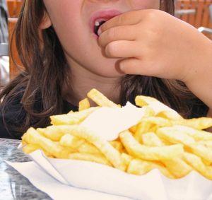 Junk Food, Eiscreme und Co: Gene verführen Kinder – Verbindung zwischen Genetik und früher Fettleibigkeit nachgewiesen