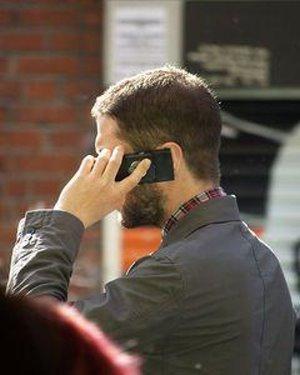 Telefon: Kontakt mit Handy erzeugt elektrische Energie (Foto: wikimedia.org)