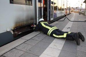 Feuer in AKN – Regionalbahn evakuiert – Eine Person verletzt