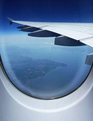 Tragfläche: Airlines streichen Entertainment-Angebote (Foto: A. Damm/pixelio.de)