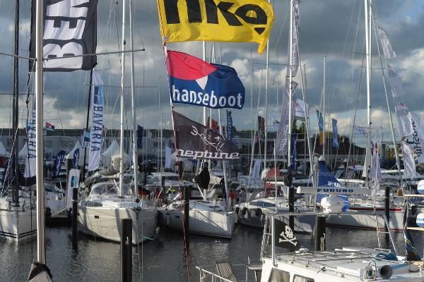 Erfolgreicher Saisonauftakt auf Deutschlands größter Bootsmesse im Wasser