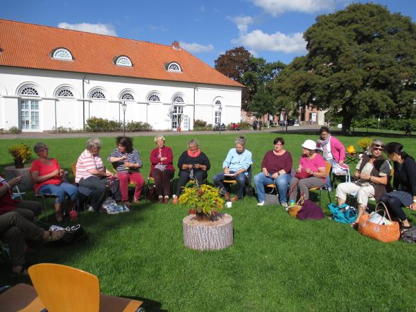 Eutiner Strick-Picknick au dem Schlossplatz