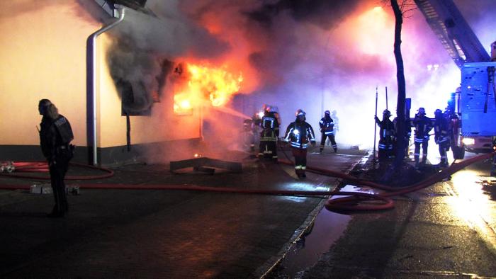 Großbrand in Neumünster – Großer Schock kurz nach Weihnachten – Bewohner im Weihnachtsurlaub