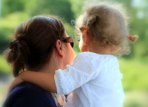 Mütter übertragen Depressionen auf Töchter – MRI-Scans machen Ähnlichkeiten in Gehirnstrukturen sichtbar