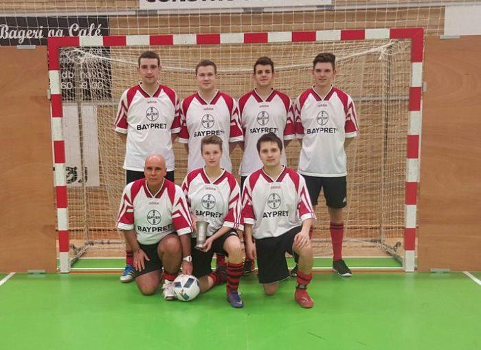 Ostholstein, Fehmarn: Mannschaft der Polizeistation Fehmarn erfolgreich beim Ostsee- Fußball-Cup