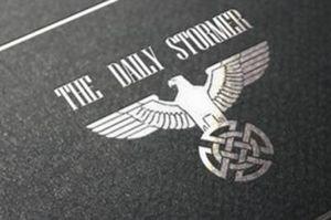 """Hacker überflutet US-Unis mit rassistischen Flyern – """"Weev"""" kapert Drucker und ruft zum Besuch von Neonazi-Webseite auf"""