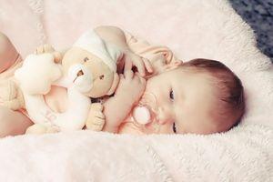 Schnell Einschlafen: Baby einfach schreien lassen – Cortisol-Spiegel bleibt unbeeindruckt von harscher Erziehungsmethode