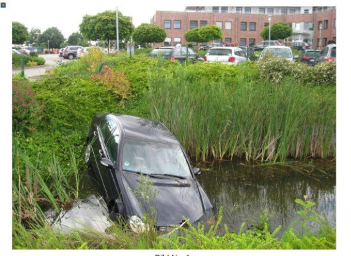 Lensahn: Auto landete in einem Teich